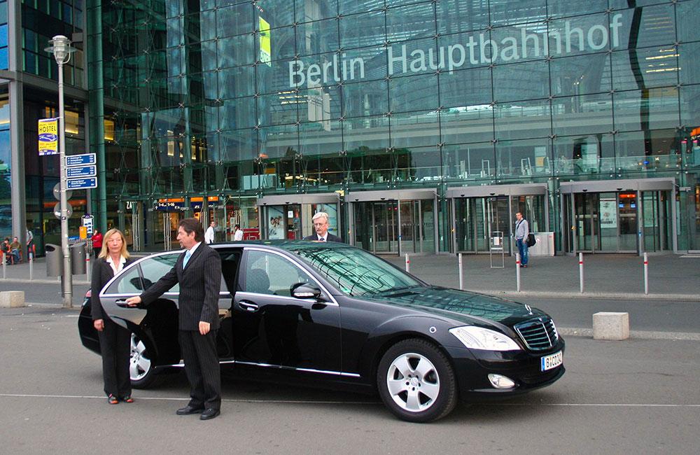 chauffeur and limousine service berlin Limousine 14 Personen.htm #2