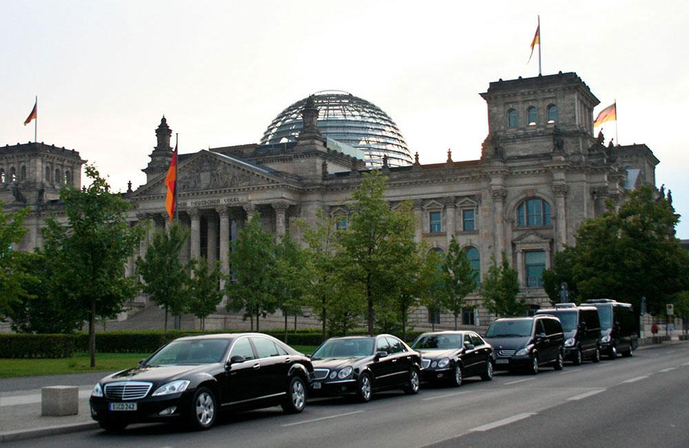 chauffeur and limousine service berlin Limousine 14 Personen.htm #4